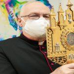 Relicário de Santo Antônio e imagem centenária percorrem o Paço Municipal